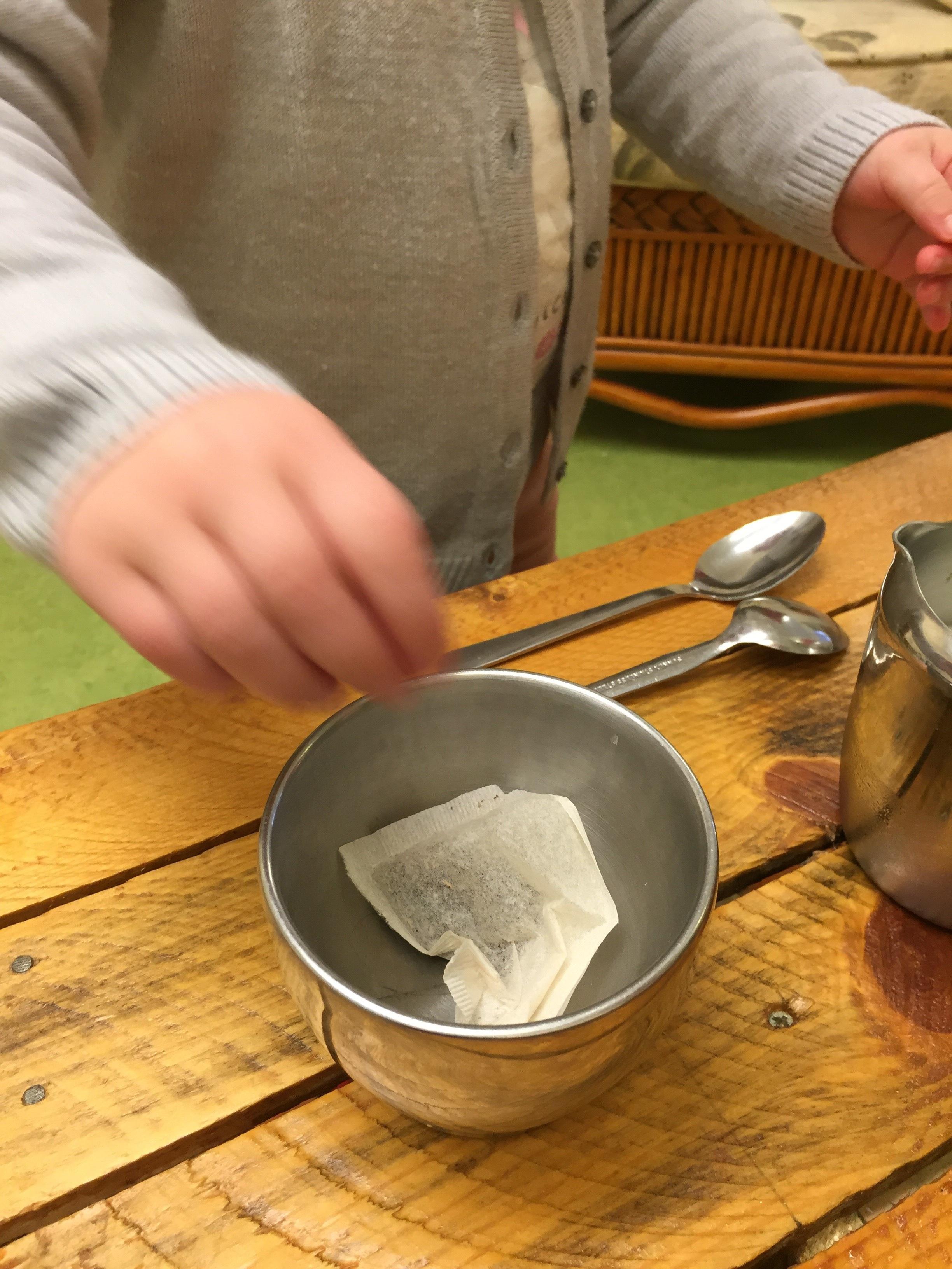 Making-tea-LE-TTH