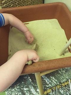 babies-sand-play-2